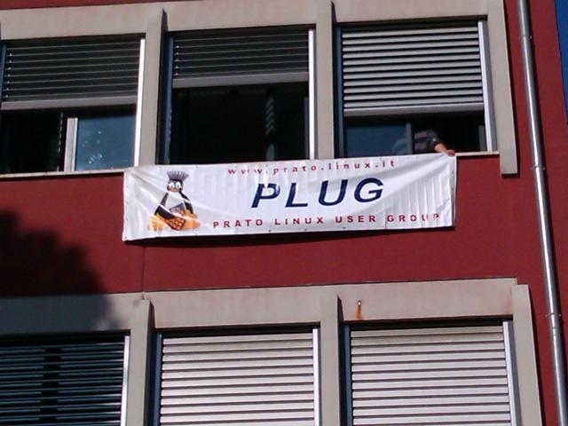 Striscione del Plug al Dagomari di Prato per il LinuxDay 2010