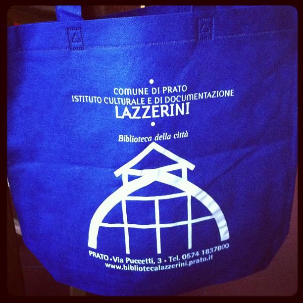 La mia biblioteca è differente.#prato #lazzerini