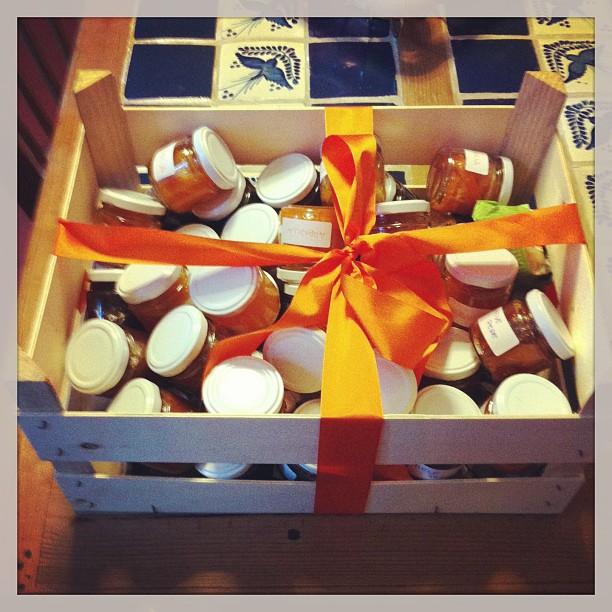 40 barattoli di marmellata per 40 anni... Grandissimo regalo! #5aprile #compleanno