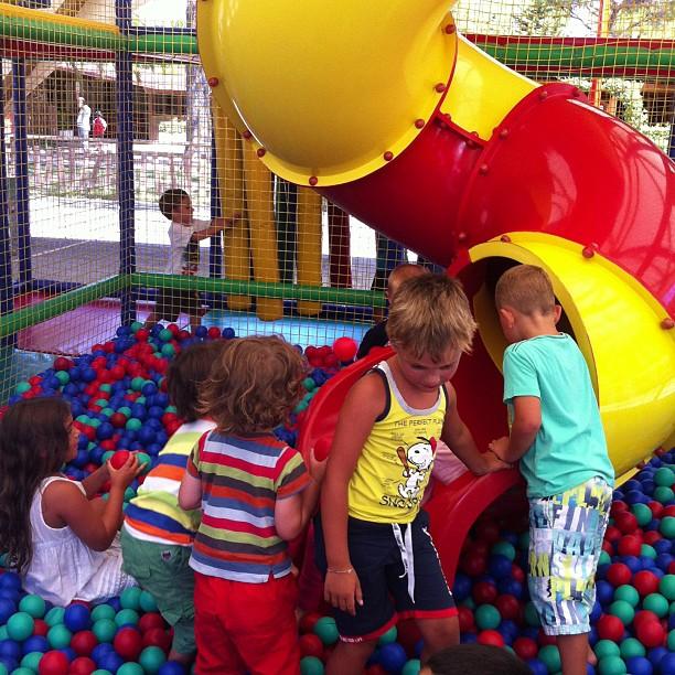 Eh bambini, C'è una nuova ragazza nella gabbia.#vacanzaconverdun