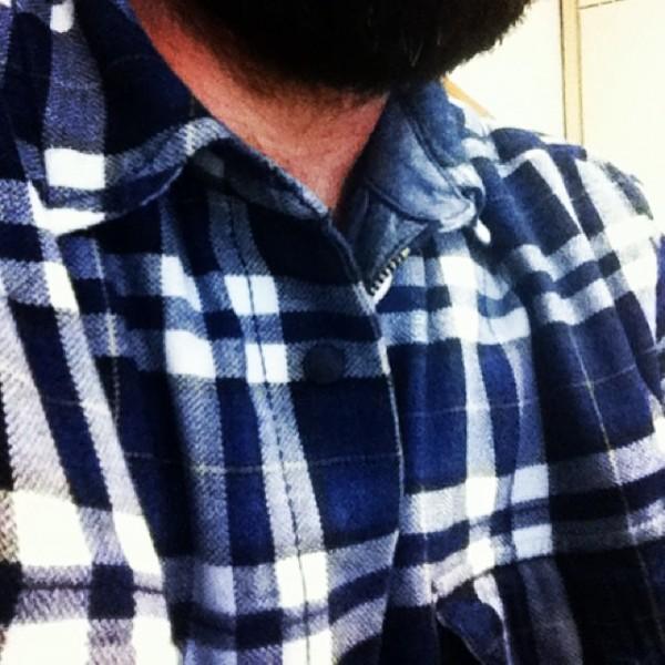 Camicia a quadri imbottita e barba lunga