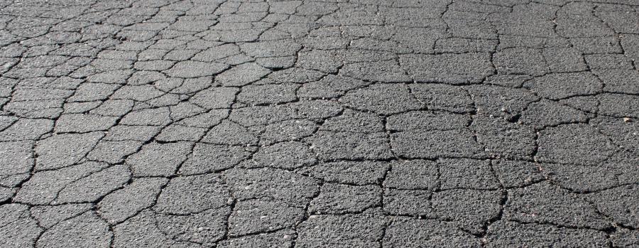 foto di asfalto crepato